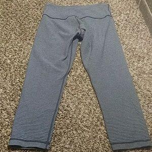 Reversible LULULEMON gray Cropped LEGGINGS size 6